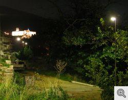 Veduta notturna del Convento di San Matteo. In primo piano si vede un maestoso castagno, che ora non c'è più