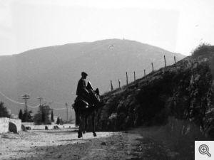 Uomo a cavallo sulla strada panoramica che porta al Convento di S. Matteo a S. Marco in Lamis.